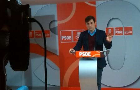 José María pérez asegura que tanto PP como Foro están limitando de forma peligrosa el desarrollo económico de Gijón.