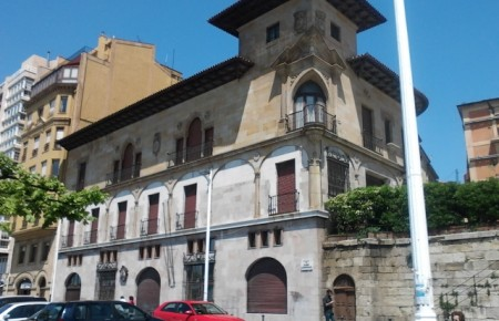 El Psoe de Gijón considera desproporcionada la inversión de 650.000 en un inmueble de titularidad privada .