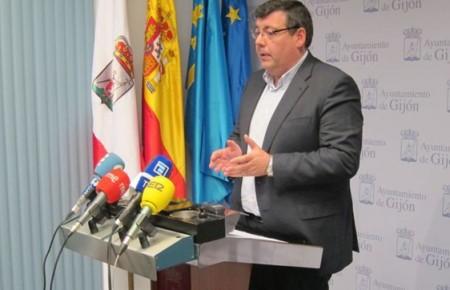 El PSOE lamenta que ni la Alcaldes ni el Ministerio de fomento estén dispuestos a defender los intereses de Gijón.