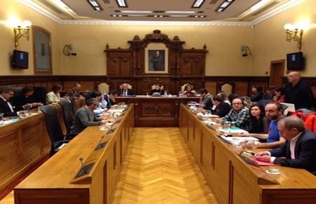 ¿Hacia dónde se dirige la política social de FORO, apoyada por Podemos e IU?